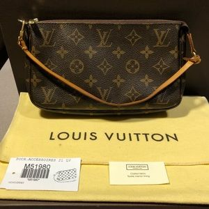 Louis Vuitton Monogram Pouchette 🌹🌹